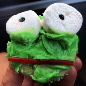 Way Too Cool Frog Cupcake